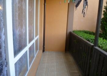Продаю уютную студию вместе с мебелью и кухонной утварью в г. Ахелей.