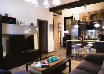 Продается в г.Валенсия четыре большие квартиры и стрит ритейл внизу в одном доме