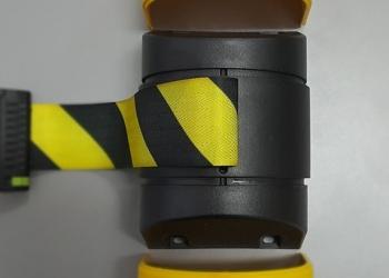 Настенный блок с  лентой до 10 метров и с магнитными креплениями.Проход Закрыт
