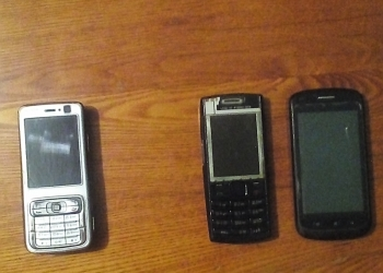 Продам 3 мобильных телефона.