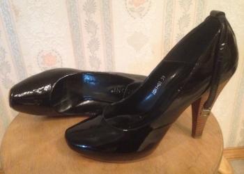 Туфли чёрные лак.