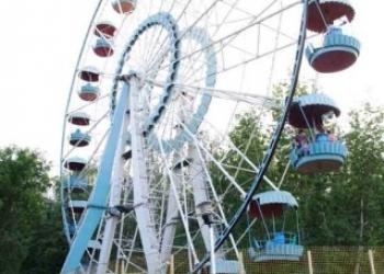 """Аттракцион """"колесо обозрения"""" ,диаметр 28метров,1989 года,демонтирован"""
