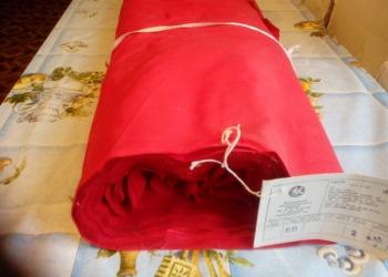 Красный и белый ситец в рулонах