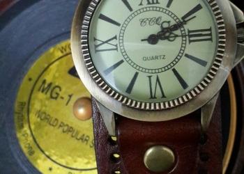 Продам наручные кварцевые женские часы бренд CCQ