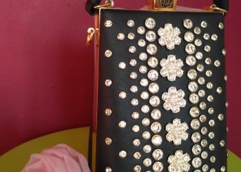 Женская сумочка со стразами
