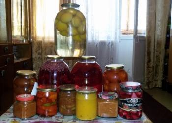 Домашние соления, компоты.