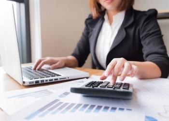 Сотрудник с опытом работы в банке или с клиентами